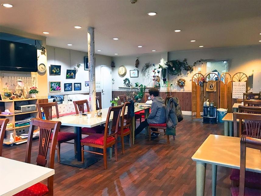 レストラン夢生の広い室内